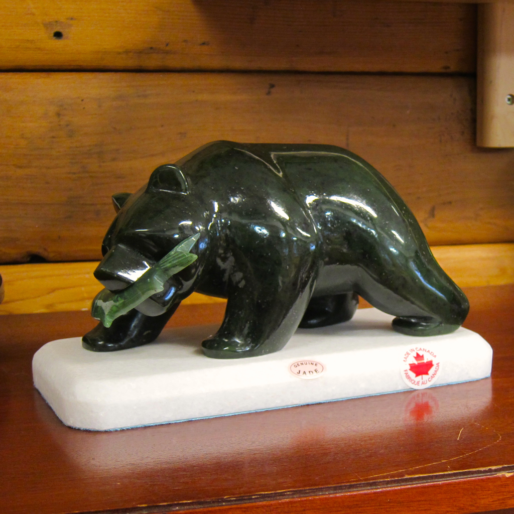 "10"" JADE GRIZZLY BEAR W/ FISH"