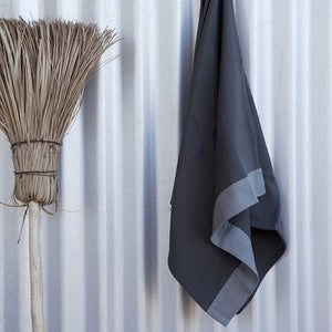 mungo interlace towel - charcoal