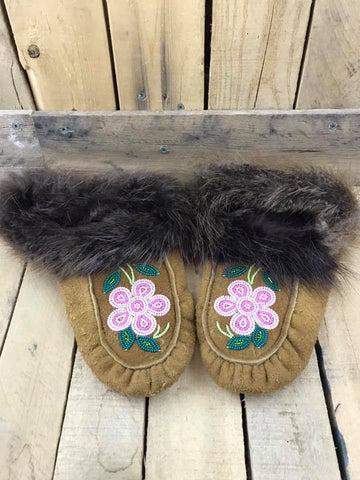 Moose Hide Beaver Cuff Slipper with Beading Stone Pink