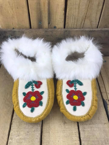 Factory Hide White Rabbit Cuff Lined Slipper Red Flower