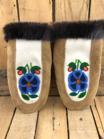 Suede mitt  with seal fur and 3 blue tone flower