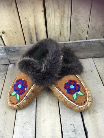 Moosehide Moccasin with Beaver Fur Cuff and 1 Red/Blue Heart Petal Flower