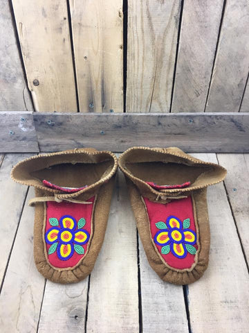 Moose Hide Slippers with Blue/Yellow/ Orange Flower on Red Stroud