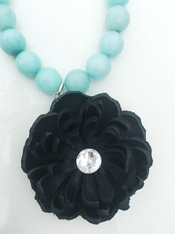 Beaded Kiss Flower Necklace