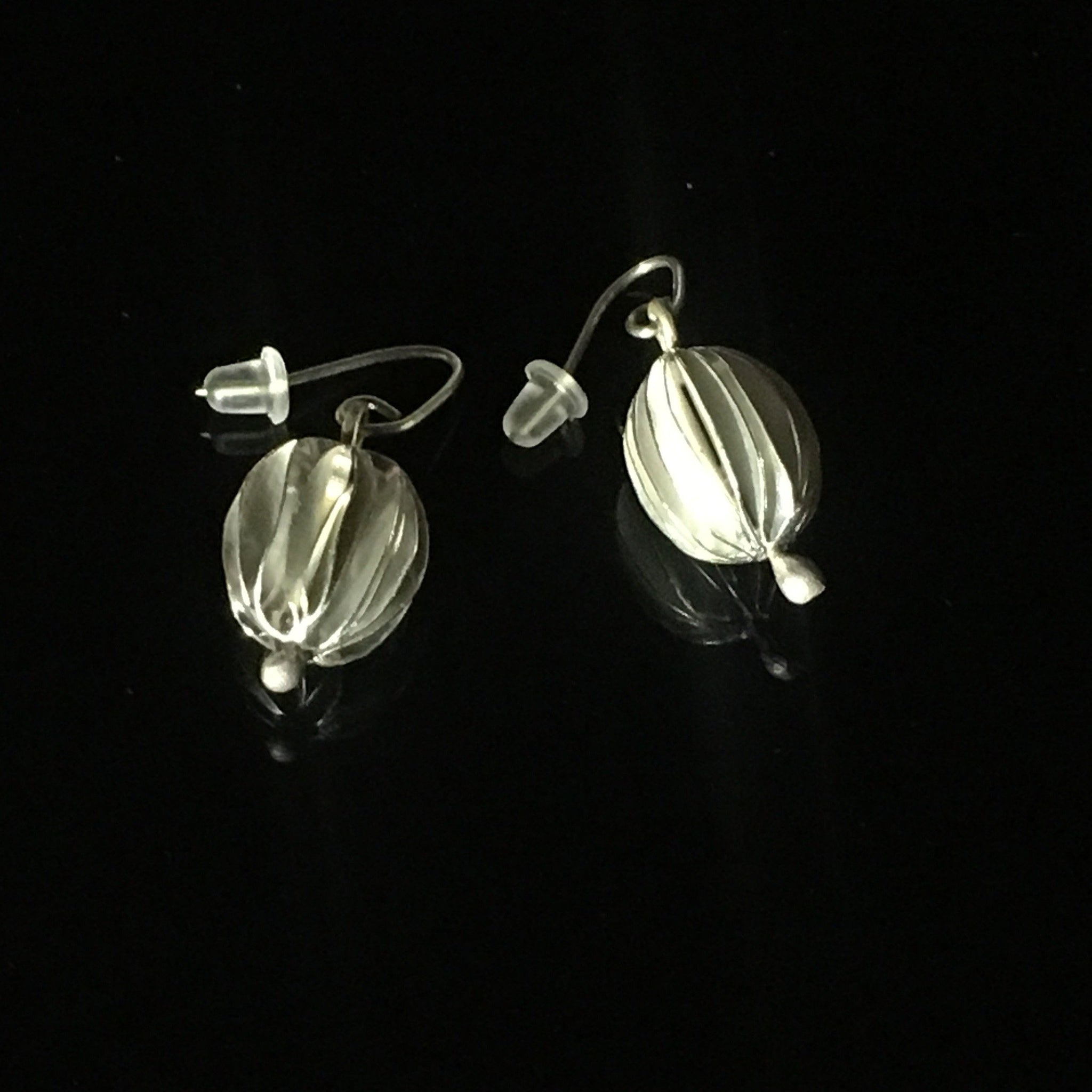 Nature pod short earrings