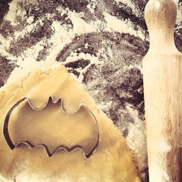 Batman symbol cookie cutter - Six Things - 1