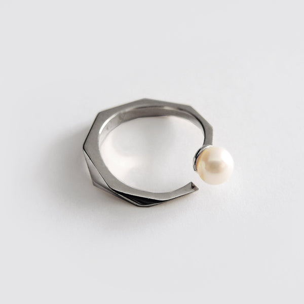Pearl Facet Ring (Dark Silver) - Chainless Brain - 1