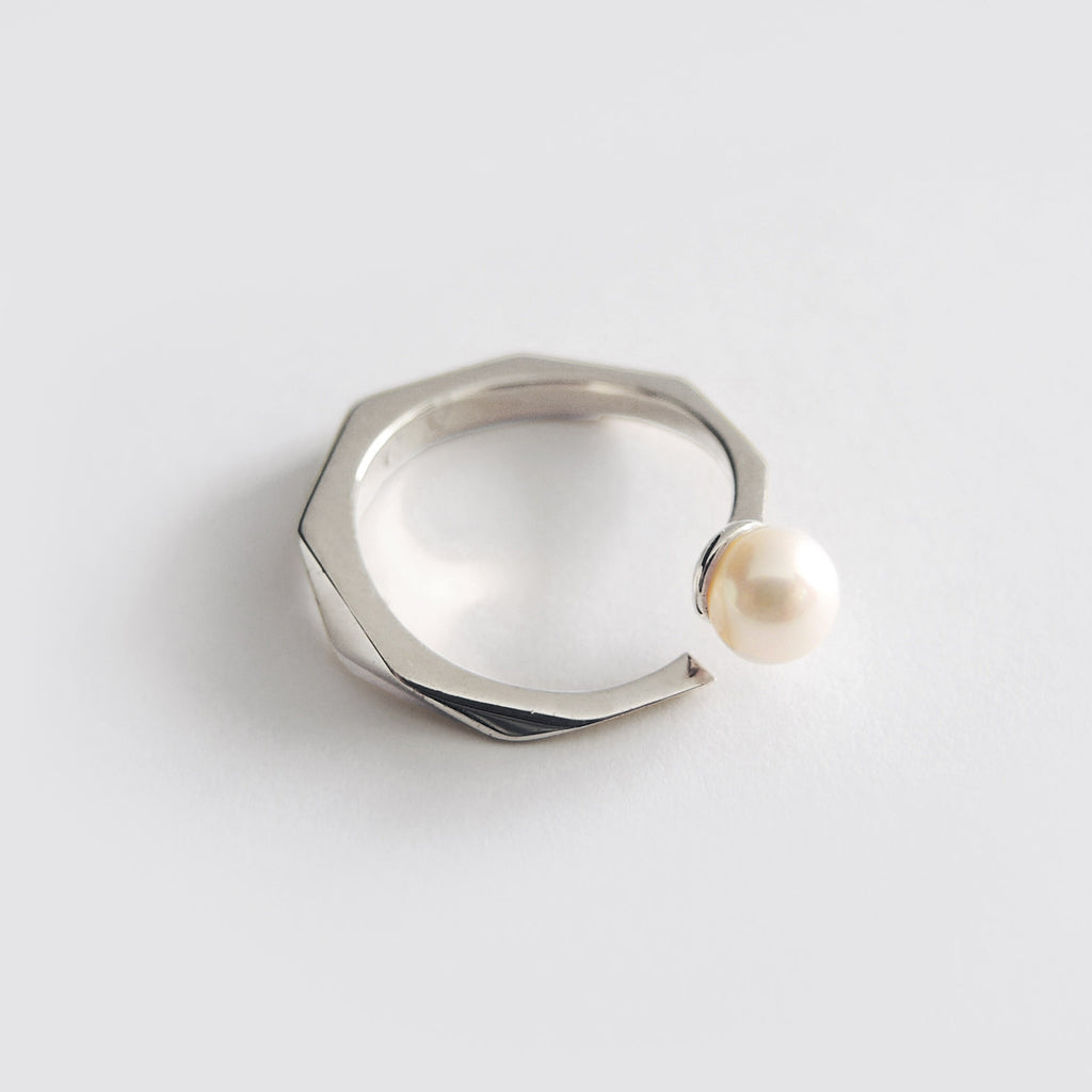 Pearl Facet Ring (Silver) - Chainless Brain - 1