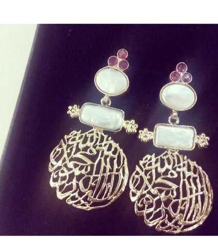 Scripted earrings in pink and white