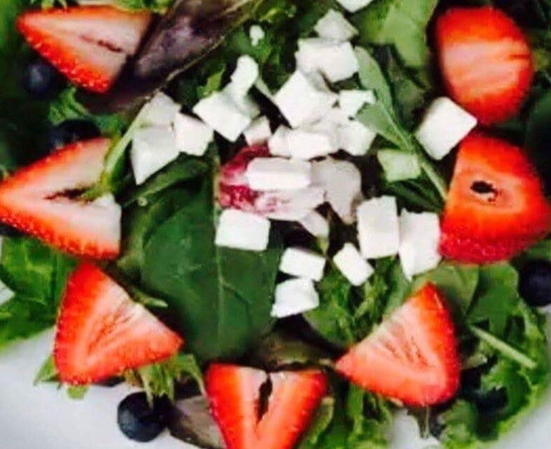 Strawberry blueberry spinach salad with lemon poppyseed vinaigrette dressing