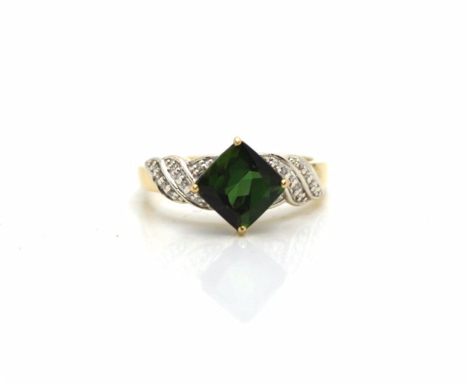18K Yellow Gold, Green Tourmaline and Diamond Ring