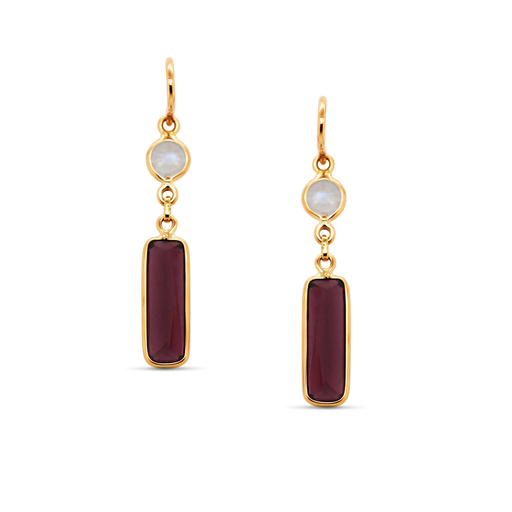 Rainbow Moonstone Rd. & Garnet Rect. Earring in 18k Yellow Gold