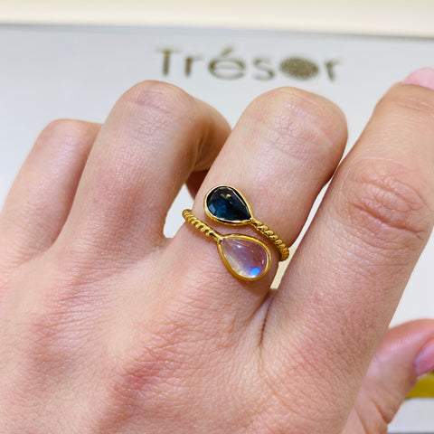Blue Sapphire & Moonstone Pear-Shaped Faceted Ring in 18K Yellow Gold