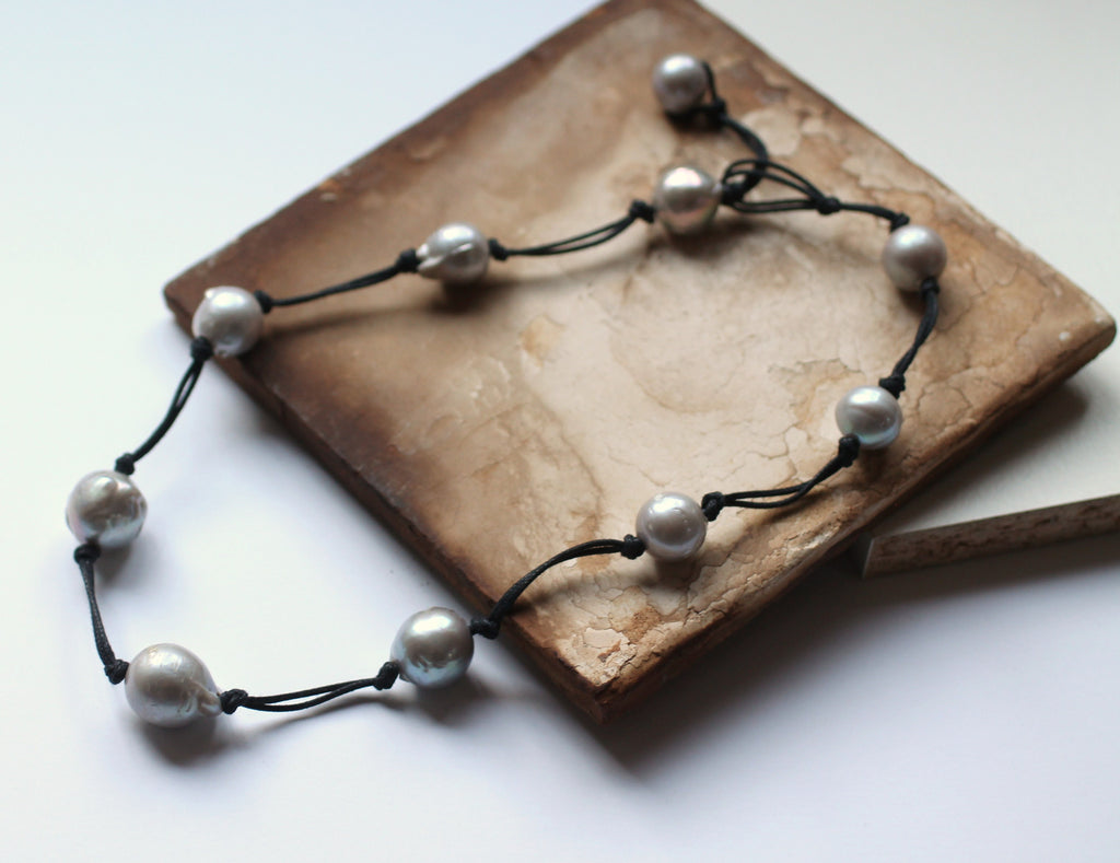 Classic Pearl Necklace Soft Gray Lustre - PasParTou