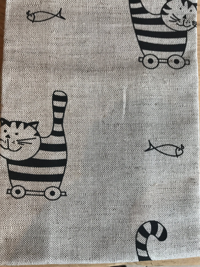 Teatowel Natural Linen/Cotton with Cat the Thief and the Fish Pattern  Teatowel - PasParTou