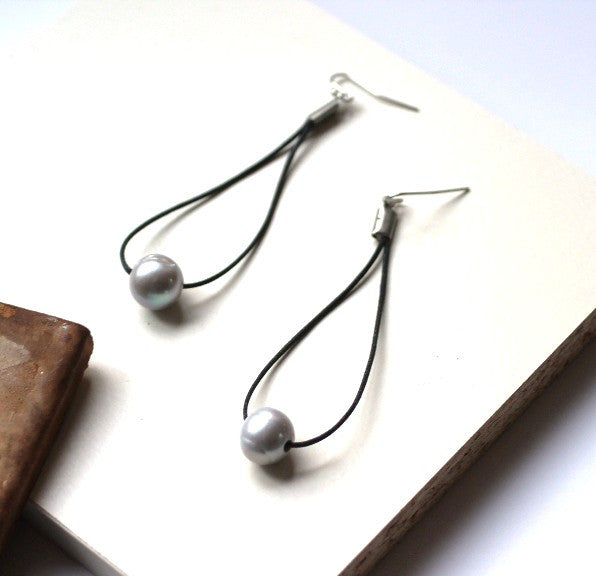 Pearl Earrings Long Gray Drops - PasParTou
