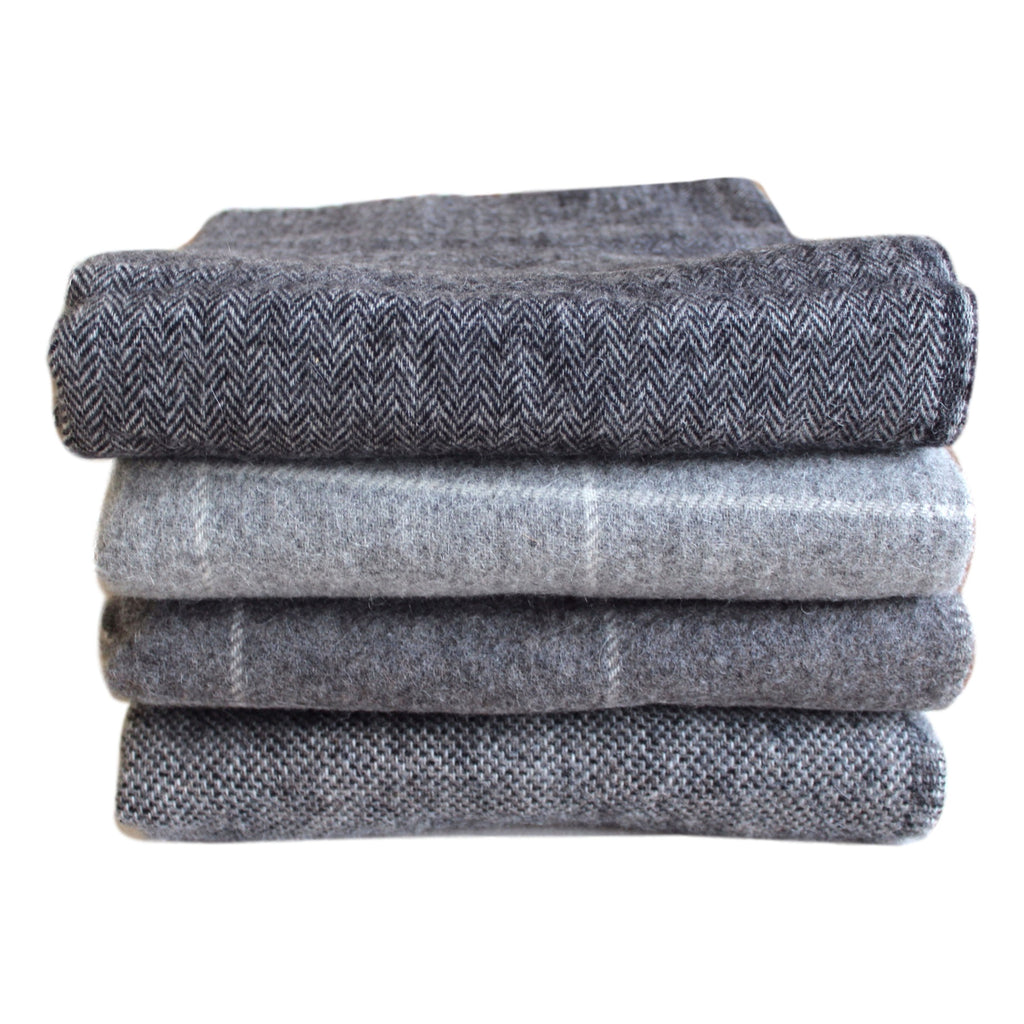 Throw sharkskin dark grey - PasParTou