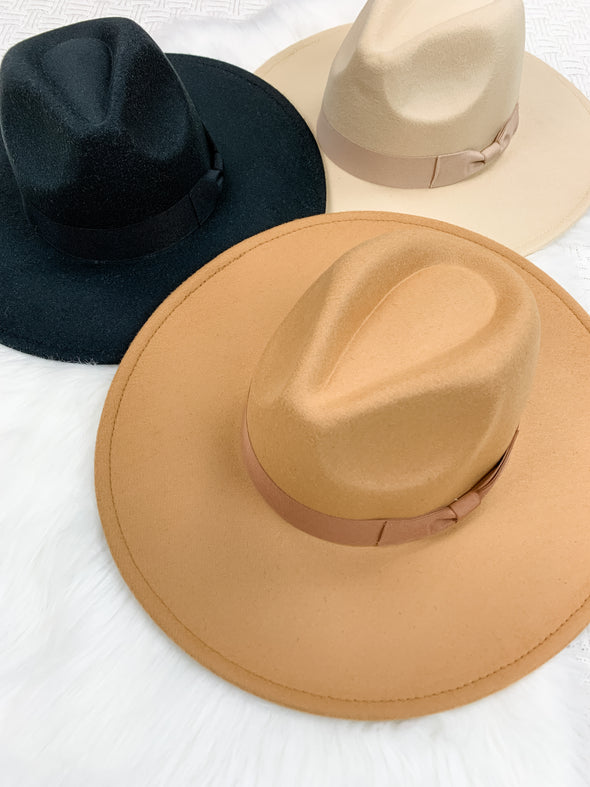 Wide Brim Hat w/ Band