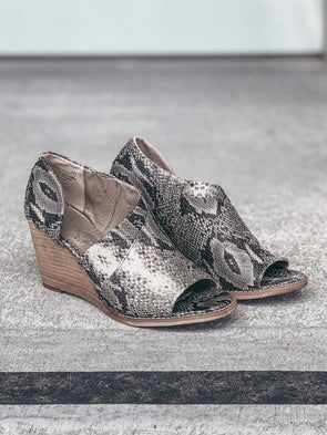 Very G Jeanie Wedge in Grey Snake