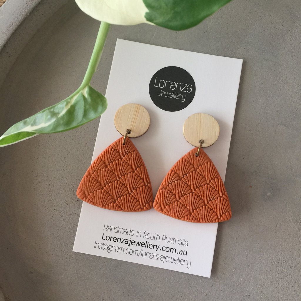 LORENZA JEWELLERY: Earrings - Shell Triangle / Rust