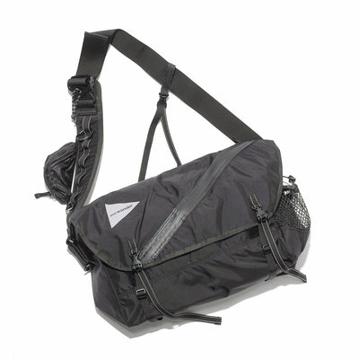20L MESSENGER BAG -BLACK-