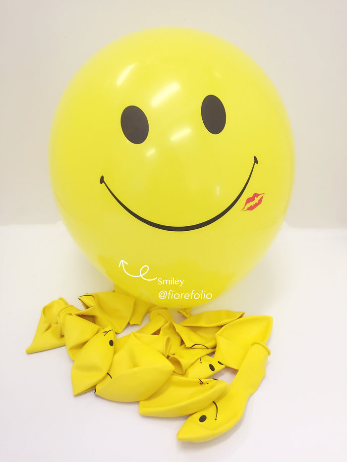 Smiley kiss prints helium balloon