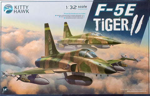 F-5E TIGER II with 2 Figures (1/32)