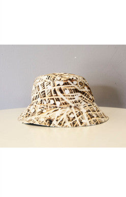 Agatha Cub Bucket Hat | Zombie Tan - Green Hearts Pink