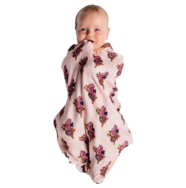 Kip&Co x Hugo Loves Tiki Swaddle | Seahorses - Green Hearts Pink