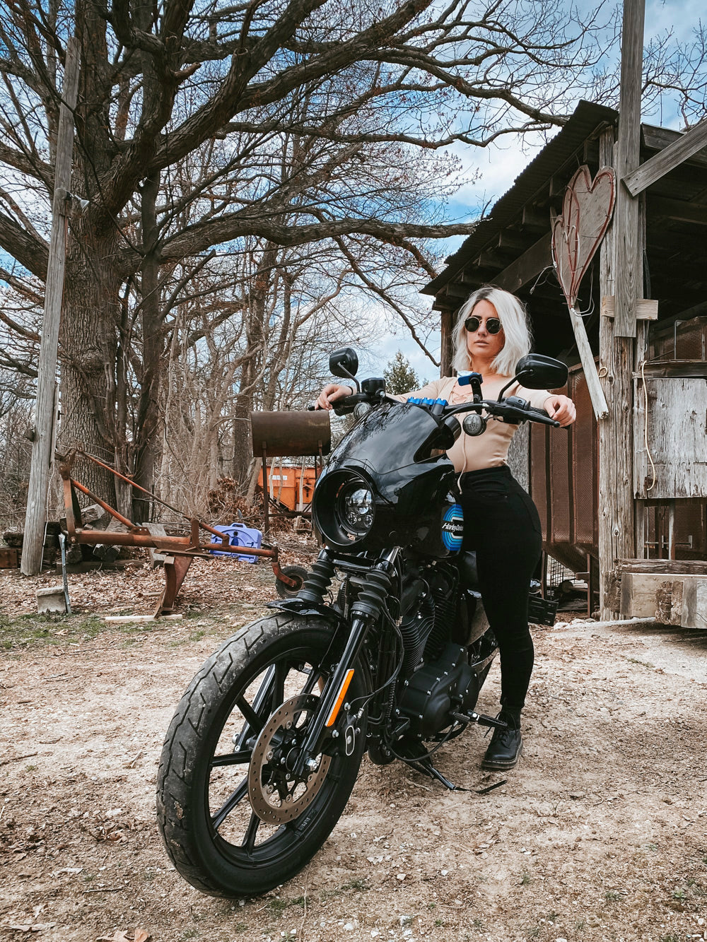 Motorcycle blog for women who ride Moto Est.