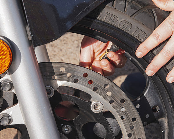 how to check your motorcycle tyre pressure