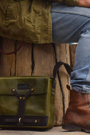 Melbourne hand made leather messenger bag for your motorbike at Moto Est