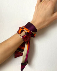 scarf_around_wrist