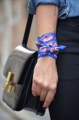 scarf_around_wrist_3