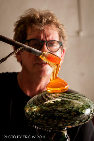 Tim de Jong blowing glass
