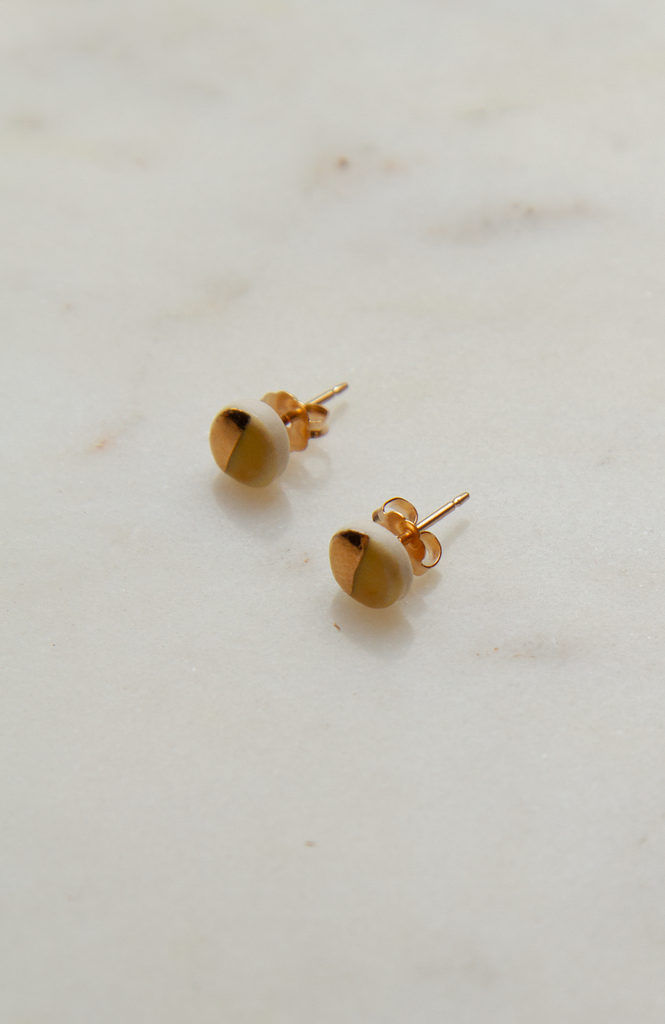 Tiny Pebble Stud