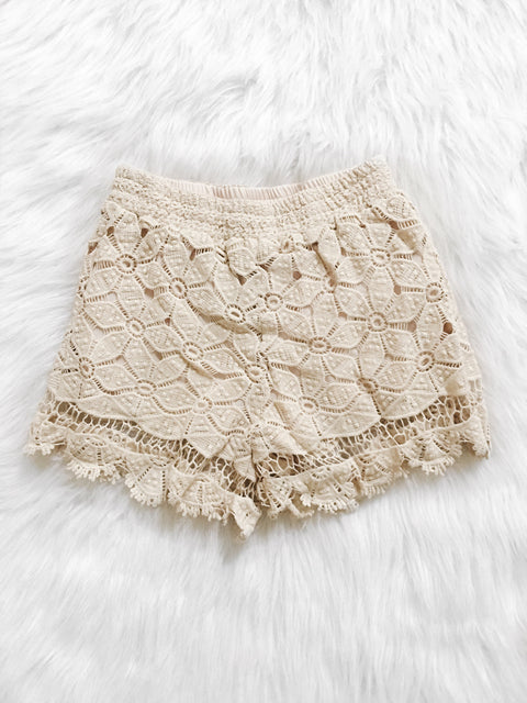 Gianna Scalloped Hem Shorts (Ivory)
