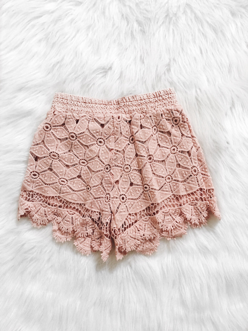 Gianna Scalloped Hem Shorts (Blush)