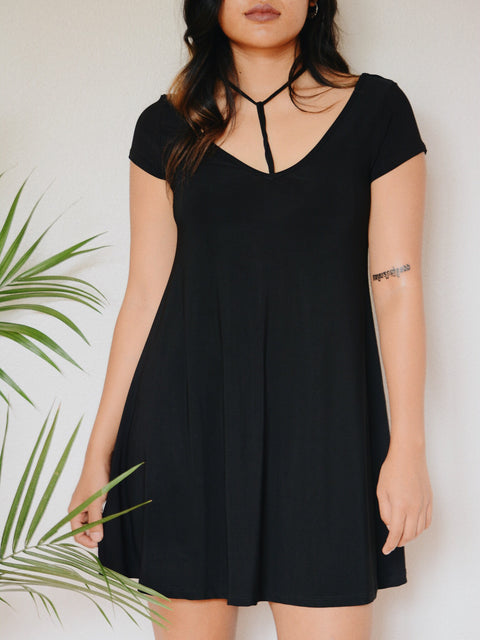 Gia Y Detail Dress (Black)