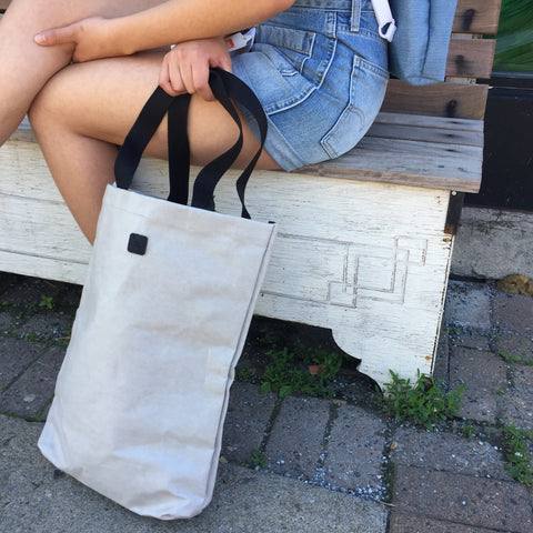 Sitting-legs-UCON-tote