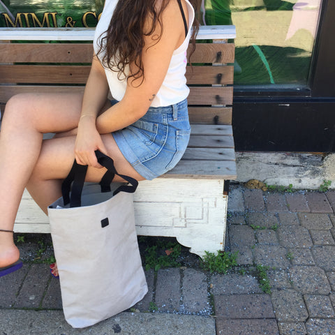 Sitting-grey-UCON-tote