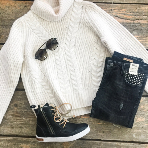 Big knit sweater and grey jeans outfit