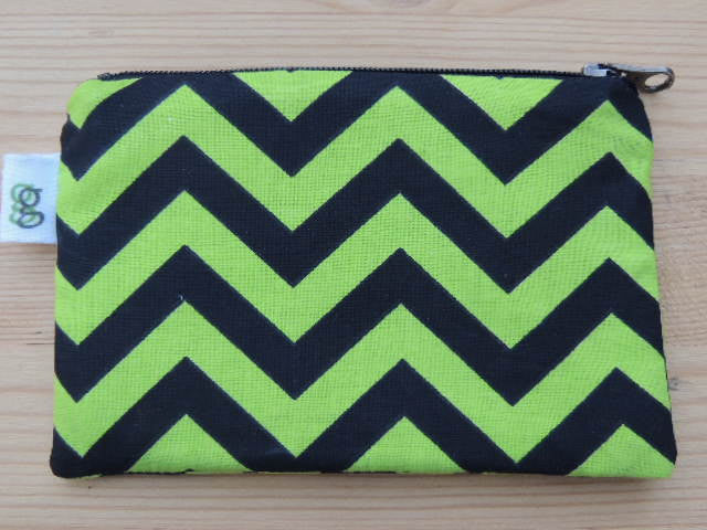 Zippered Coin Purse Wallet Organizer - green and black chevron - groovygurls