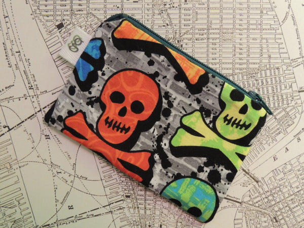 Padded Zip Pouch purse Gadget Coin Case -Skull and Crossbones print OOAK - groovygurls