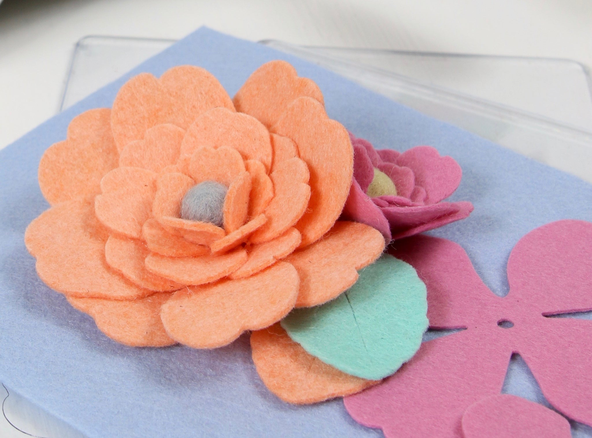 Make felt flowers quick and easy