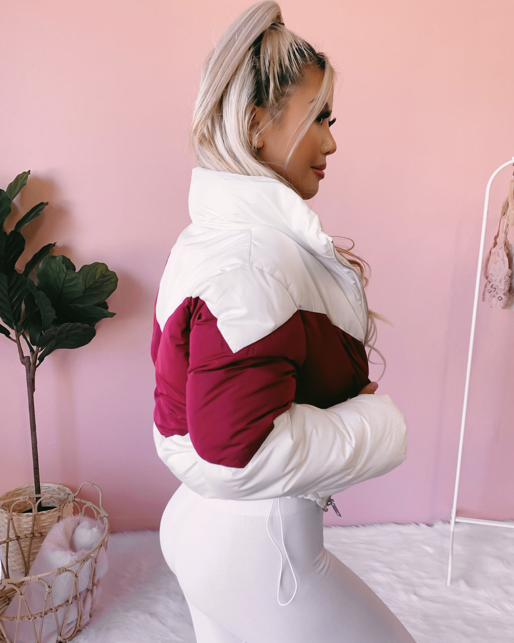 ON THE GO PUFFER JACKET (WHITE/WINE)