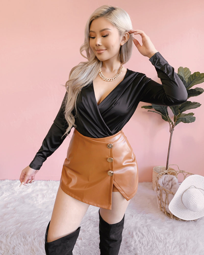 SMOOTH TALK SATIN TOP (BLACK)