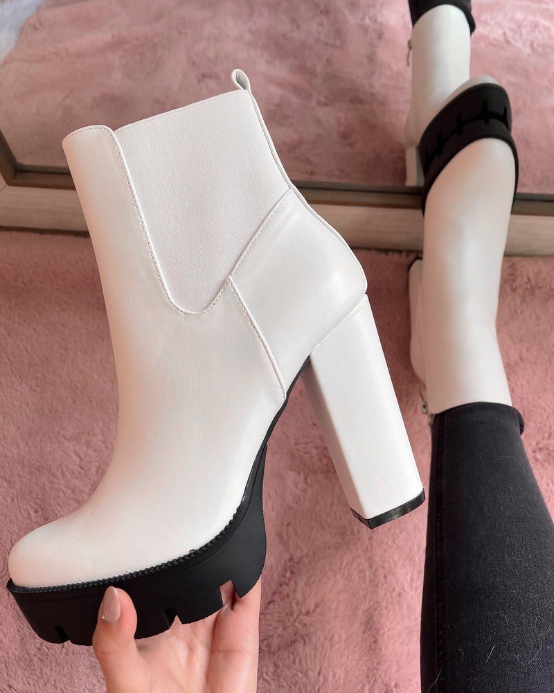 CINDY BOOTIE (WHITE)