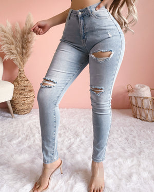 EVA DISTRESSED JEANS (LIGHT WASH)