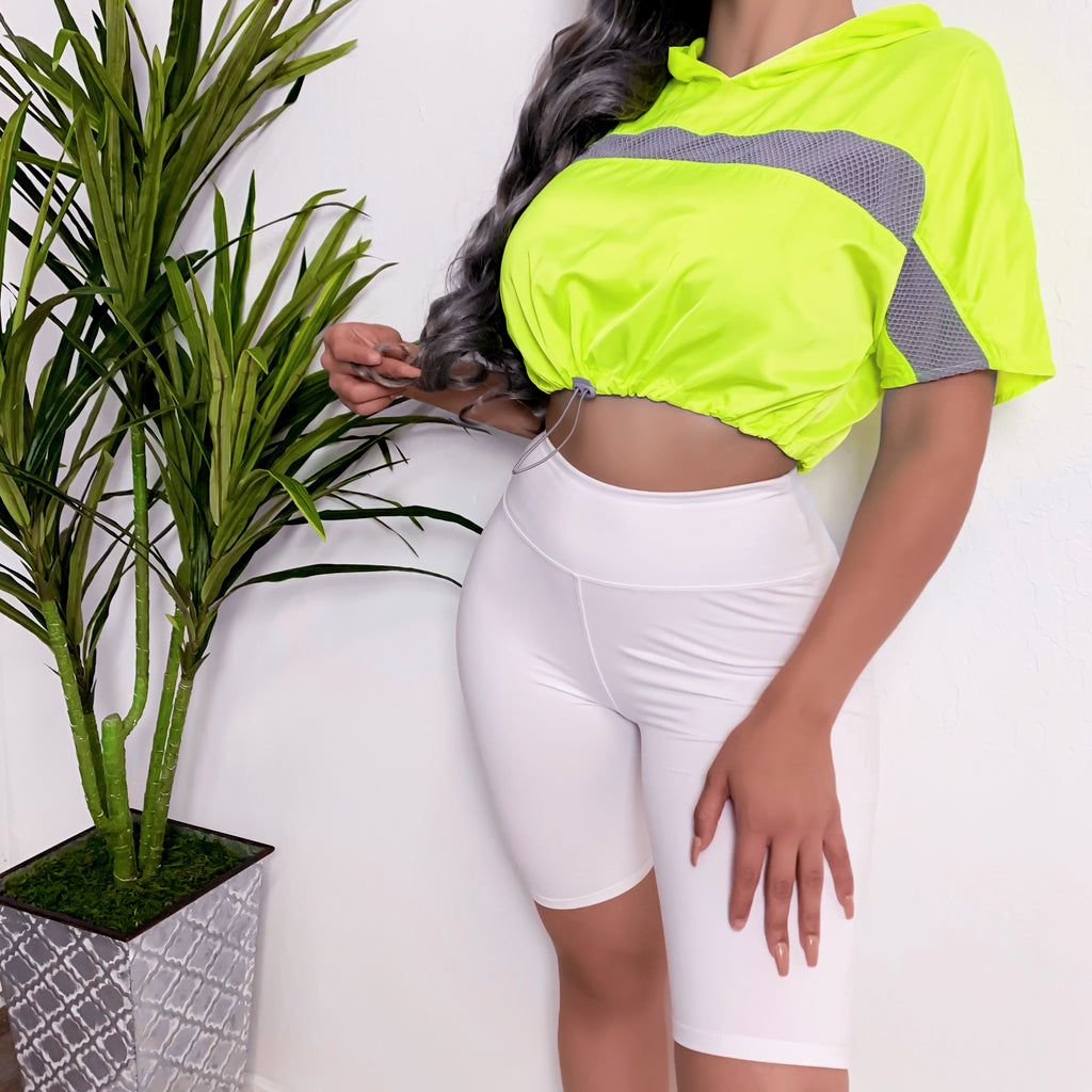 HALSIE SPORTY TOP (NEON-LIME)